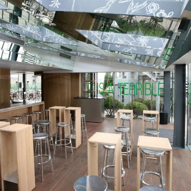 MAGIS Deja Vu Banco de aluminio restaurant