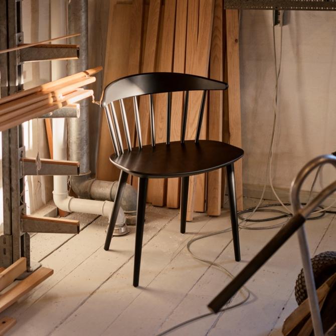 Cadeira madeira black Hay J104