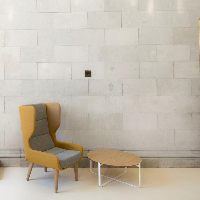 Cadeirao para sala Naughtone Hush