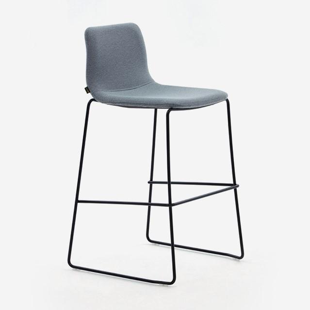 Cadeira alta Naughtone Viv Counter Height 1