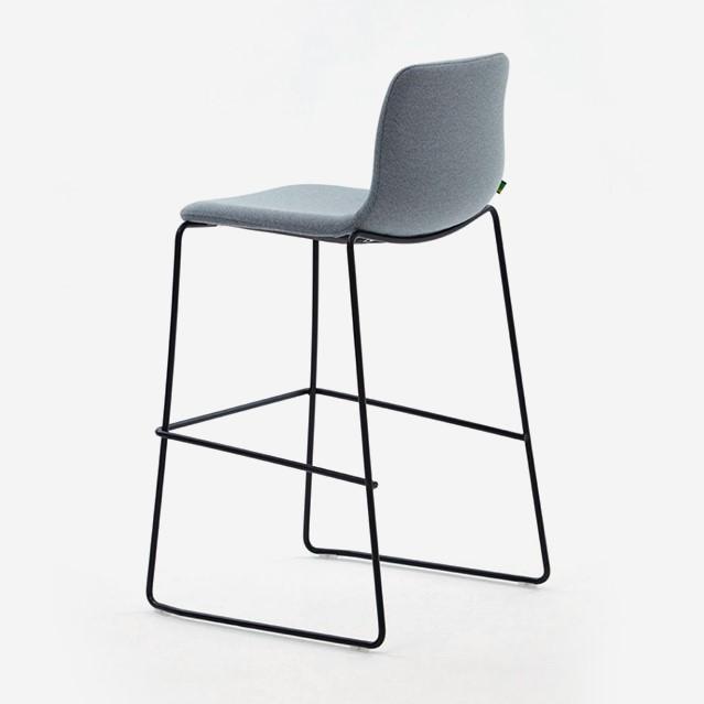 Cadeira alta Naughtone Viv Counter Height 3