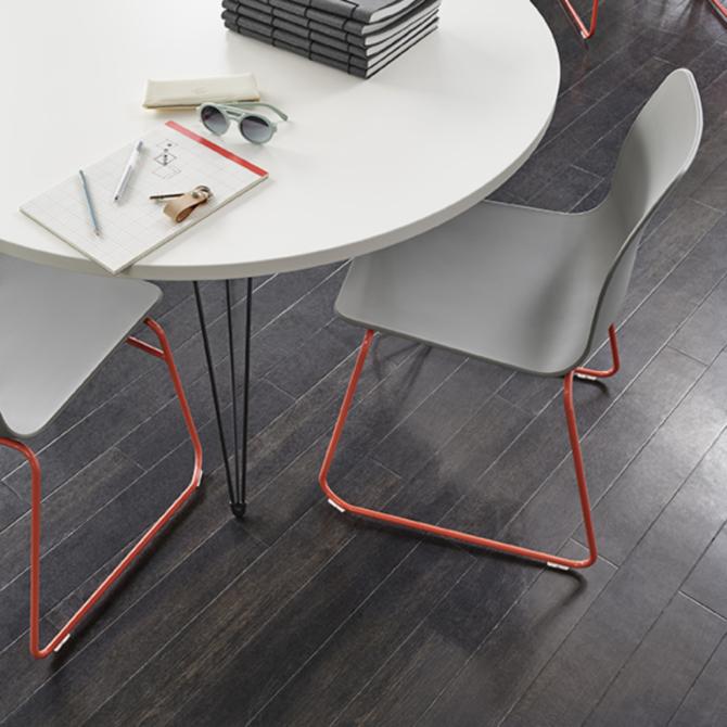 Cadeira de visita NAUGHTONE Polly Chair detail