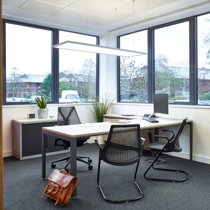 Mesas de trabalho HERMAN MILLER Layout Studio scaled